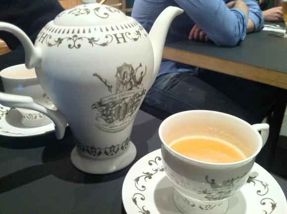 Henricks Gin Tea Set