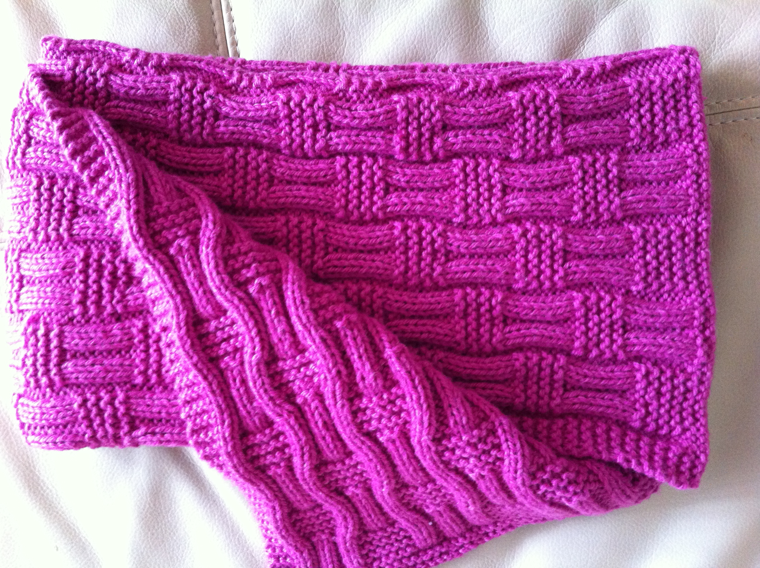 Knit Patterns Baby Blankets : Knitted Baby Blanket The Hankerer